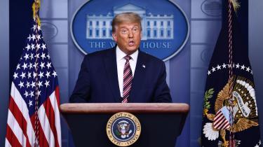 Præsidentens 16 minutter lange tale torsdag aften var ét langt angreb på demokraterne og stemmeoptællingen i de stater, hvor han var ved at blive indhentet og overhalet af Joe Biden.
