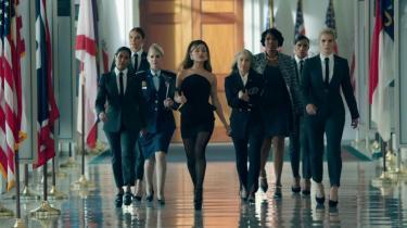 Ariana Grande er præsident i musikvideoen til titelnummeret på hendes nye album, 'Positions'.