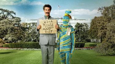 I 'Borat efterfølger film' forsøger Borat at forsone Kasakhstan og USA gennem en personlig gave bestående af Kasakhstans kulturminister, aben Johnny.