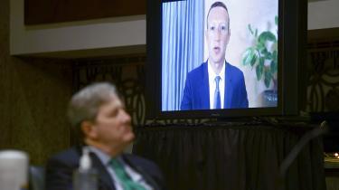 Facebooks stifter Marc Zuckerberg blev tirsdag afhørt i det amerikanske senats retsudvalg, vedrørende de sociale mediers ansvar i at udbrede fake news.