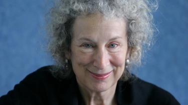 Canadiske Margaret Atwoods nye digte kredser om kærlighed, tab og naturens væsen.