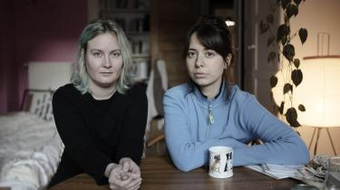 Anna Rieder og Sidsel Weldens projekt begyndte med en korrespondance på datingtjenesten Tinder, hvor de kunne læse i hinandens profiltekster, at de begge var elever på forfatterskoler.