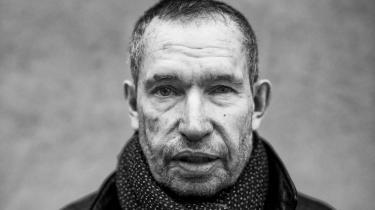 I Carsten Jensens nye bog kobles den personlige sorg og isolationen, den medfører, til coronapandemiens isolation og et samfunds tab af fællesskab.