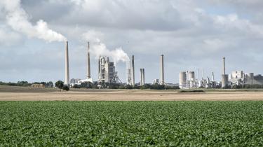 Virksomheden Aalborg Portland er den største enkeltudleder af CO2 i landet. Alligevel vil regeringen fritage den for en afgiftsstigning på energi frem til 2025, som rammer andre dele af erhvervslivet.