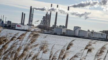 Regeringen fokuserer på det forkerte, når den vil lægge afgifter på energi og ikke på CO2, mener Dansk Industri. Regeringens udspil til en skattereform rammer forholdsvis få virksomheder særligt hårdt, mener DI.
