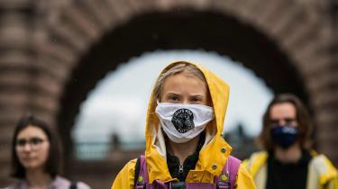 Det bliver nærmest profestisk, da Greta Thunberg i en scene i filmen 'Greta' – optaget forud for coronapandemien – advarer om, at samfundet kan blive overvældet af ekstreme vejrfænomener, flere sygdomme og andre lammende, klimabetingede ulykker, hvis de ansvarlige, der har magt, ikke formår at lytte til videnskaben, tage ansvar og handle i tide, skriver klimajournalist Jørgen Steen Nielsen.