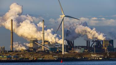 Holland indfaser fra 1. januar en afgift på CO2-udslip, der skal sikre, at virksomhederne reducerer deres drivhusgasudledninger i overensstemmelse med Hollands klimamål.
