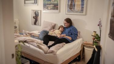 Ellen og Christoffer har været kærester i halvandet år, og de droppede kondomet, da de begyndte at være mere regelmæssigt sammen. Men de havde ikke en samtale om, at det betød, at præventionsbyrden nu udelukkende lå hos Ellen, som også betaler for p-pillerne.