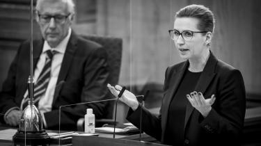 »Jeg synes, det er en absurd påstand, når det fra nogle sider hævdes, at regeringen skulle have et mere afslappet, mindre respektfuldt forhold til grundloven end andre partier i den her sal,« sagde Mette Frederiksen ved onsdagens hasteforespørgsel.