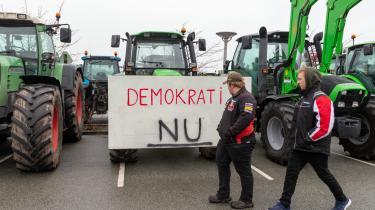 Mens Løkke legede Trump i slipstrømmen af traktorudblæsning og smitterisiko fra uoverskuelige mængder af manglende mundbind, gik Inger Støjberg som bekendt skridtet videre i kravet om at dræne sumpen, skriver Georg Metz.