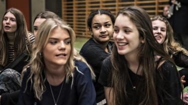 Et velfærdssamfund skal påbyde uddannelse i sundhed, da sundhed er fundamentet for vores velvære, mener retorikstuderende Sara Vardar. På billedet ses deltagere i oplysningskampagnen Uge Sex på Heibergskolen i København. Arkivfoto.