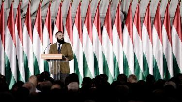 József Szájer fik i 2010 til opgave at omskrive den ungarske forfatning, og det var ham, der tilføjede den nu så berygtede 'Artikel L', der siger, at »Ungarn skal forsvare ægteskabsinstitutionen som en union mellem mand og kvinde«, og dermed umuliggør homoseksuelle ægteskaber.