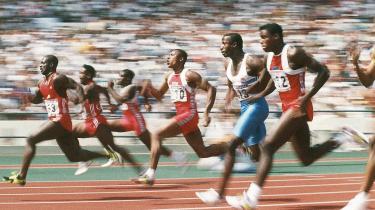 100-meterfinalen ved de olympiske lege i Seoul, Korea i 1988. I midten løber Calvin Smith omgivet af blandt andre Dennis Mitchell, Ben Johnson (som i første omgang vandt), Linford Christie og Carl Lewis, der alle før og senere dumpede dopingtests.