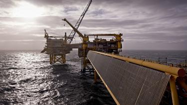 Siden 1972 har olie- og gasfesten i Danmark indbragt staten mere end 500 milliarder kroner. Over de senere år er indtjeningen dog faldet støt som følge af faldende oliepriser. De Økonomiske Vismænd har udtalt, at »Nordsøen ikke længere er særlig vigtig for vores økonomiske holdbarhed og de langsigtede perspektiver«.