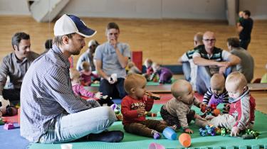 Forskning viser, at en tæt og tidlig relation mellem barn og far fremmer barnets udsigter til at klare sig godt senere i livet.