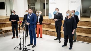 Klima-, energi- og forsyningsminister Dan Jørgensen præsenterede torsdag aften en aftale, som betyder, at Danmark dropper den ottende udbudsrunde i Nordsøen og endegyldigt sætter punktum for dansk olie- og gasproduktion i 2050.