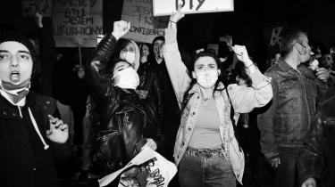 Protester mod den planlagte stramning af Polens abortlov. Kontanty Gebert ser protesterne som en bevægelse med meget vidtrækkende konsekvenser. En del af baggrunden er, at kirken holder på den forkerte hest og derfor får mange unge imod sig.