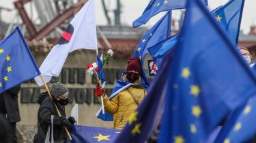 EU-tilhængere i polske Gdansk protesterede i weekenden imod den polske regerings erklærede veto mod EU's budget for de næste syv år. Demonstranterne kalder vetoet første skridt mod et såkaldt 'Polexit'.
