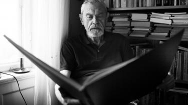 I mere end 60 år var Torben Brostrøm kritiker på Information. Nu er han død, 93 år gammel.