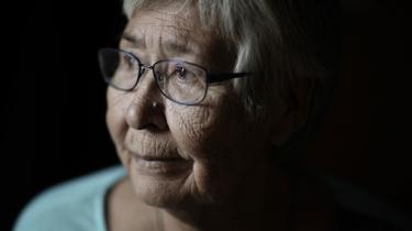 """Undskyldningen betyder meget for nu 75-årige Kristine Heinesen. """"I virkeligheden mistede jeg jo mine rødder"""", siger hun."""