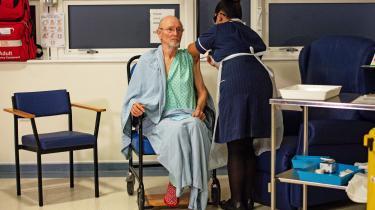 81-årige William Shakespeare blev for nyligt vaccineret mod corona på Universitetshospitalet i Coventry.