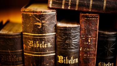 Det er helt luthersk at gøre, som Jeppesen og Ugilt gør, for Luther smed også alle kommentarer væk og begyndte forfra. Jeppesen og Ugilt læser også Bibelen helt og aldeles ahistorisk.