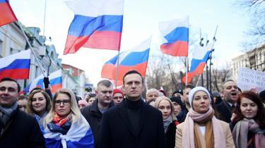 En undercovergruppe fra Ruslands spiontjeneste FSB fulgte oppositionspolitikeren Aleksej Navalnij på flyrejser til over 30 destinationer, hævder netmediet Bellingcats researchgruppe. Her ses han under en demonstration i Moskva i februar i år.