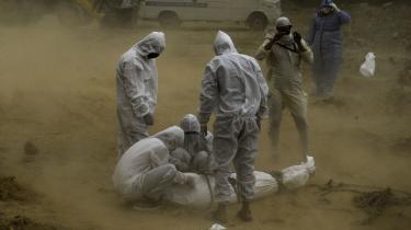 Epidemier har forfulgt mennesket siden den neolitiske revolution (den agrikulturelle revolution) for 12.000 år siden, hvor mange begyndte at flytte sammen i bygder for at dyrke afgrøder og holde grise, køer og får. Sidenhen kom pesten (cirka år 1347), Den spanske syge (1918), hiv (cirka 1981), ebola (1976), svineinfluenzaen (2009), SARS (2002) og MERS (2012) for blot at nævne nogle kendte epidemier.