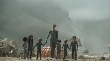 Danske Amanda Collin som Mother er et fremragende studie i tiltagende menneskelig følsomhed i Ridley Scott og hans søns film 'Raised by Wolves'.