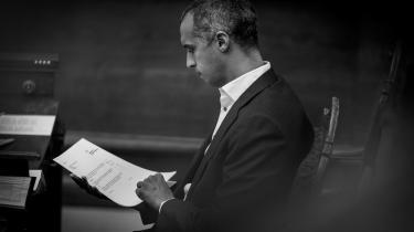 »Der er en risiko for, at loven ikke sidder lige i skabet, så hvis der viser sig et behov for at stramme lidt op eller slække, så gør vi det,« siger udlændinge- og integrationsminister Mattias Tesfaye (S).