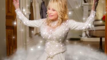 Countrystjernen Dolly Parton er englen i ny Netflix-serie.