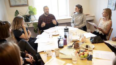 I Læseforeningens empowermentgruppe i København mødes unge med psykisk sårbarhed for at få det bedre af at læse sammen og for at få aktiveret nogle af de ressourcer, som alle går rundt med. I modsætning til traditionelle læseklubber møder gruppen uforberedt op til den metode, der hedder 'guidet fælleslæsning'