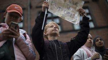 »Meget er sat i gang og mange penge sat i spil siden klimalovens vedtagelse, det må man give regeringen. Men truslen fra klimaændringer er så fremskreden, at der er brug for beslutninger, der er en nødstilstand værdig. Bløde pakker gør det ikke,« skriver Jørgen Steen Nielsen i denne leder.
