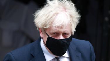 »Fornægteren af coronaen, fornægteren af konsekvenserne af Brexit, fornægteren af egne begrænsninger har kun yderligere fornægtelse som svar på Storbritanniens umulige situation,« skriver Georg Metz om Boris Johnson i denne kommentar.