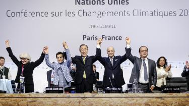 Jublen var stor, da man til COP21 vedtog Parisaftalen. Og selv om det ikke virker lovende med hensyn til at opfylde aftalens ambition om at begrænse temperaturstigningen til to grader, ser tidligere FN-generalsekretær aftalen som et vendepunkt på et helt afgørende område: det internationale politiske samarbejde.