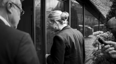 »I Danmark har vi en aktuel variant af myndigheders adskillelse af familier: Ordren fra tidligere integrationsminister Inger Støjberg (V) om at skille unge ægtepar ad. Den 'Instrukskommission', der i midten af december aflagde delrapport om sagen, fastslår, at Støjbergs instruks om adskillelsen var »klart ulovlig«.« skriver David Rehling.