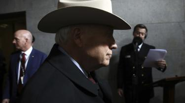 I et fælles åbent brev – det første af sin art i amerikansk historie – der står at læse i The Washington Post, udtrykker forsvarsministrene, en af demDick Cheney (der ses på billedet), bekymring for et muligt frygtscenario: Hvad nu hvis Trump i de sidste dage af sin embedsperiode op til Joe Bidens indsættelse kaster landet ud i en krise for at skaffe sig påskud for at indsætte det amerikanske militær og derved fastholde sit greb om magten?