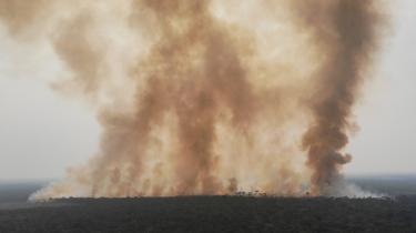 Dronefotografi af røg fra brande i Amazonas, påsat af brasilianske landmænd i sommeren 2020.