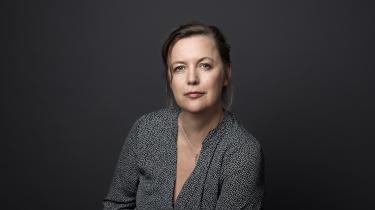 Romanen er det spejl, Katrine Marie Guldager holder op for sig selv, men den skal desuden helst stå som et tolkningstilbud til hvem som helst, der har prøvet det at fare vild i en familie.