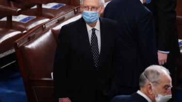 Uanset McConnells motiver var hans tale onsdag i Senatet et opråb mod de tendenser, som gør det umuligt at føre politik i USA. Som den mest magtfulde republikaner i Kongressen gennemførte han et opgør med en kamp, han selv har radikaliseret. Det kan man kalde hyklerisk og selvretfærdigt. Men det var også et spektakulært heroisk tilbagetog.