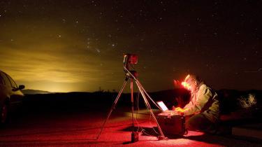 18 amerikanske delstater har vedtaget love mod lysforurening. Her er det himlen over Death Valley National Park i Californien, hvor lyset fra Las Vegas tydeligt kan ses 70 km væk.