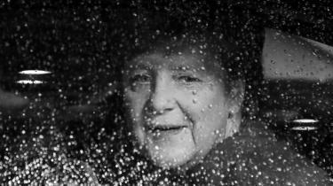 I 2018 meddelte kansler Angela Merkel, at hun ville stoppe som formand for det tyske konservative parti CDU. Den nye Merkel skal findes lørdag til et onlinevalg i partiet.