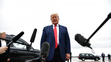Trumphar i svar på alle spørgsmål om verdens beskaffenhed erklæretvirkelighedsfornægtende undtagelsestilstand, skriver Georg Metz.