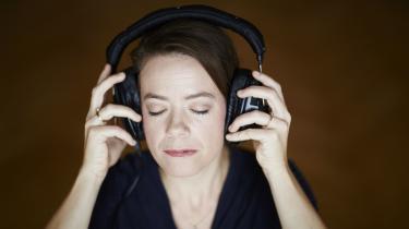 Sangeren Marie Koldkjær Højlund har indgået et tværdisciplinært samarbejdemed forfatteren Morten Søndergaard og udgivet værket 'Intet er nok'.