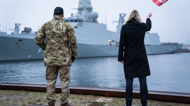 »Retten til fri sejlads er en afgørende værdi. Når den sættes under pres, skal vi som stor søfartsnation kæmpe for den,« siger forsvarsminister Trine Bramsen (S). Her byder hun Fregatten Iver Huitfeldt hjem den 10. december 2020 efter en fire måneder lang udsendelse til Hormuzstrædet.