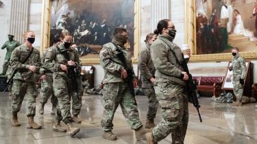 Nationalgardens kommandostab er blevet advaret om, at enkelte gardister kan tænkes at støtte op om de militante højrebevægelser og deres kampråb under indsættelsen af Joe Biden på onsdag.