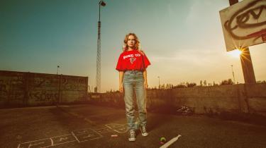 Dophas debutalbum 'The Game' viser, at hun ikke er bange for at tage afstikkere til enhver genre, der skulle fange hendes nysgerrighed undervejs.