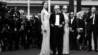 »Jeg tilbragt mit liv i selskab med talentfulde, smukke kvinder og flotte mænd,« siger Woody Allen i et interview om hans selvbiografi 'Apropos ingenting'. Her er han flankeret af Emma Stone og Parker Posey til premieren på 'Irrational Man' til filmfestivalen i Cannes i 2015.