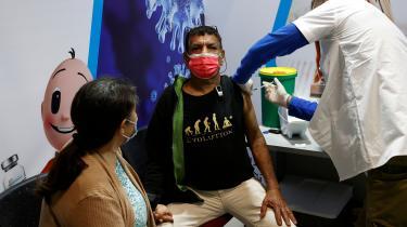 Israel har vaccineret to millioner mod COVID-19, og allerede ved udgangen af februar forventes alle israelere over 16 år at have fået begge vaccineskud. Men det kaster en skygge over Israels vaccinebedrift, at de 4,5 millioner af palæstinensere, der lever under israelsk besættelse, er udelukket fra det nationale vaccineprogram.