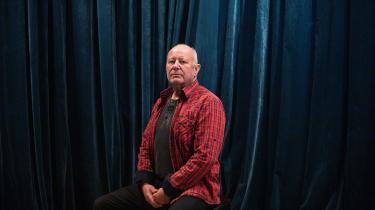 Klaus Thrane har foreløbig solgt trommeudstyr, så han kan klare sig i et par måneder, fortæller han.